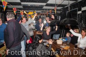 """Verjaardagfeest voor de door ziekte niet aanwezige Ben """"Poepie"""" Schaefers georganiseerd door de familie Muis bij Yolo"""