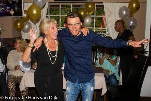 Roos 80ste verjaardag met familie en vrienden in cafe/restaurant de Pelikaan