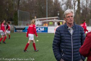 """Opnames voor SBS6 """"Hart van Nederland"""" over Jan Jongbloed bij Pancratius met kleindochter Jacky en haar team MO17 en dochter Nicole voor de presentatie van zijn boek """"APARTELING"""" geschreven door Yoeri van den Busken"""